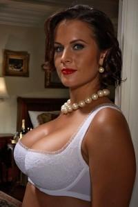 Femme-cougar-avec-les-plus-beaux-seins-de-Nantes